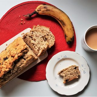 5-ingredient vegan banana bread with tea - fiveforafiver