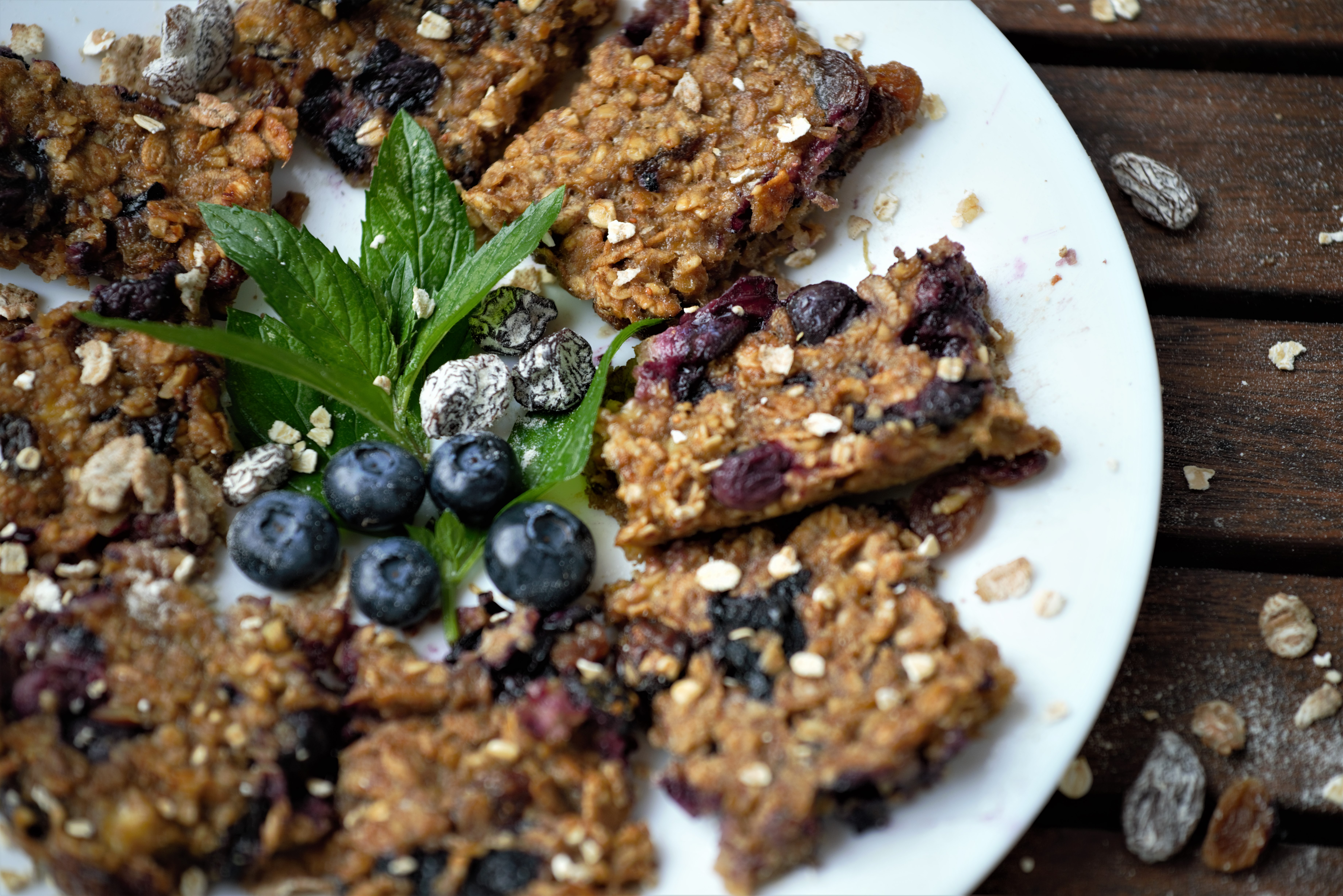 5-ingredient vegan banana and blueberry flapjack 008