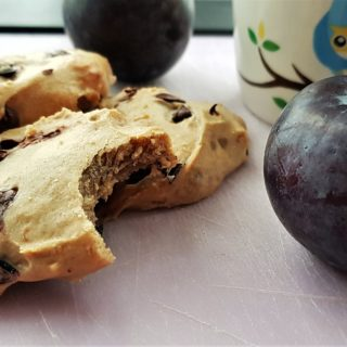 5-ingredient vegan plum chocolate chip cookies